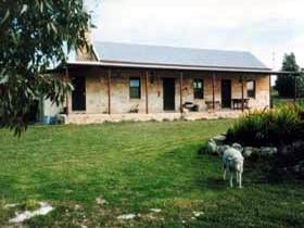 Mt Dutton Bay Woolshed Heritage Cottage - Accommodation BNB