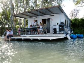 The Murray Dream Self Contained Moored Houseboat