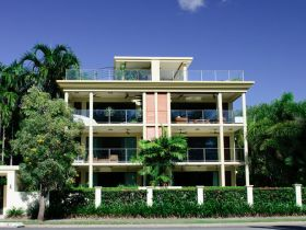 Cairns Beachfront Apartment - Accommodation BNB