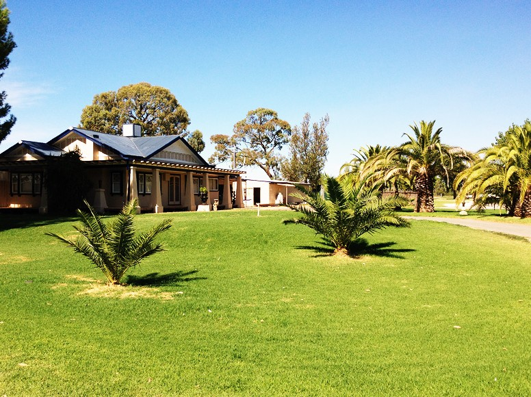 Curlwaa Caravan Park - Accommodation BNB