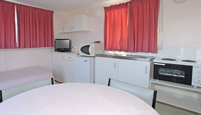 Aukaka Caravan Park - Accommodation BNB