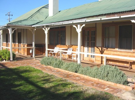 Gundagai Historic Cottages Bed and Breakfast - Accommodation BNB