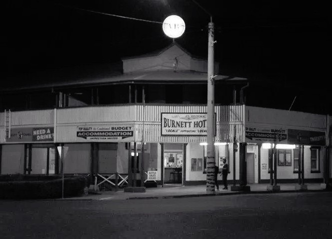 Burnett Hotel - Accommodation BNB