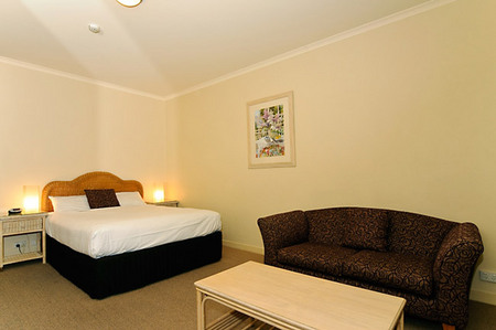 Quality Hotel Tiffins on the Park - Accommodation BNB