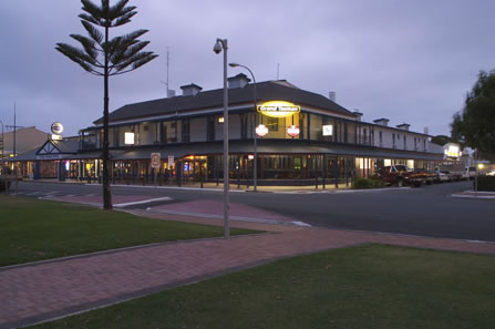 Grand Tasman Hotel - Accommodation BNB