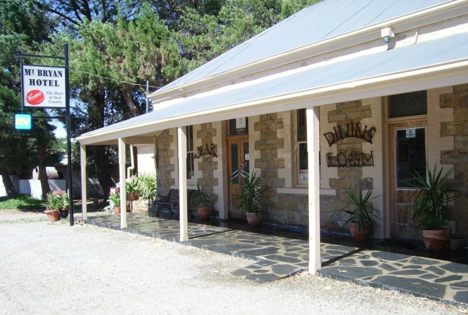 Mount Bryan Hotel - Accommodation BNB