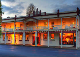 Royal George Hotel - Accommodation BNB