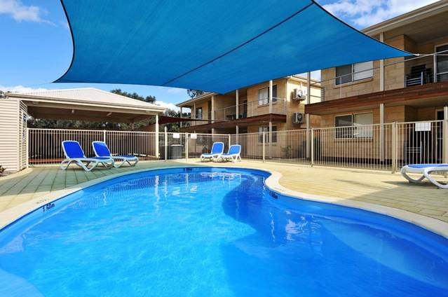 Lakeside Holiday Apartments - Accommodation BNB