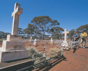 Old Pioneer Cemetery Coolgardie - Accommodation BNB
