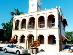 Mackay Town Hall - Accommodation BNB