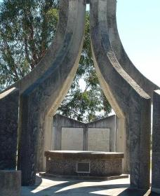 Inverell and District Bicentennial Memorial - Accommodation BNB