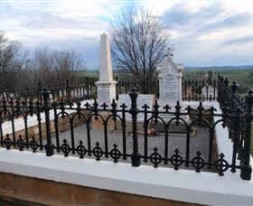 Hamilton Humes Grave - Accommodation BNB