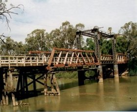 Swan Hill - Murray River Road Bridge - Accommodation BNB