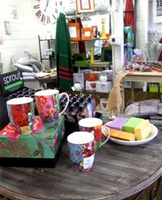 The Famous Tinonee Cafe and Gift Shop - Accommodation BNB