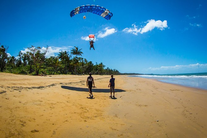 Beach Skydive from up to 15000ft over Mission Beach - Accommodation BNB