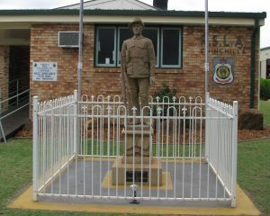 Soldier Statue Memorial Chinchilla - Accommodation BNB