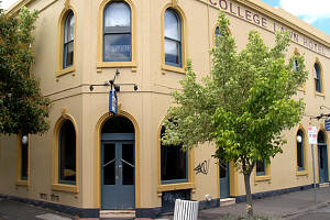 The College Lawn Hotel - Accommodation BNB