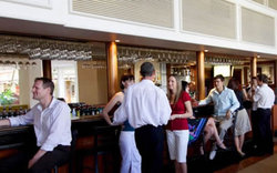 Cairns International Lobby Bar - Accommodation BNB