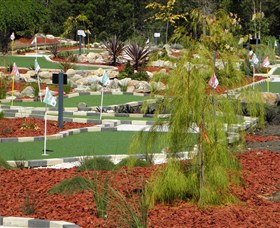 18 Hole Mini Golf - Club Husky - Accommodation BNB