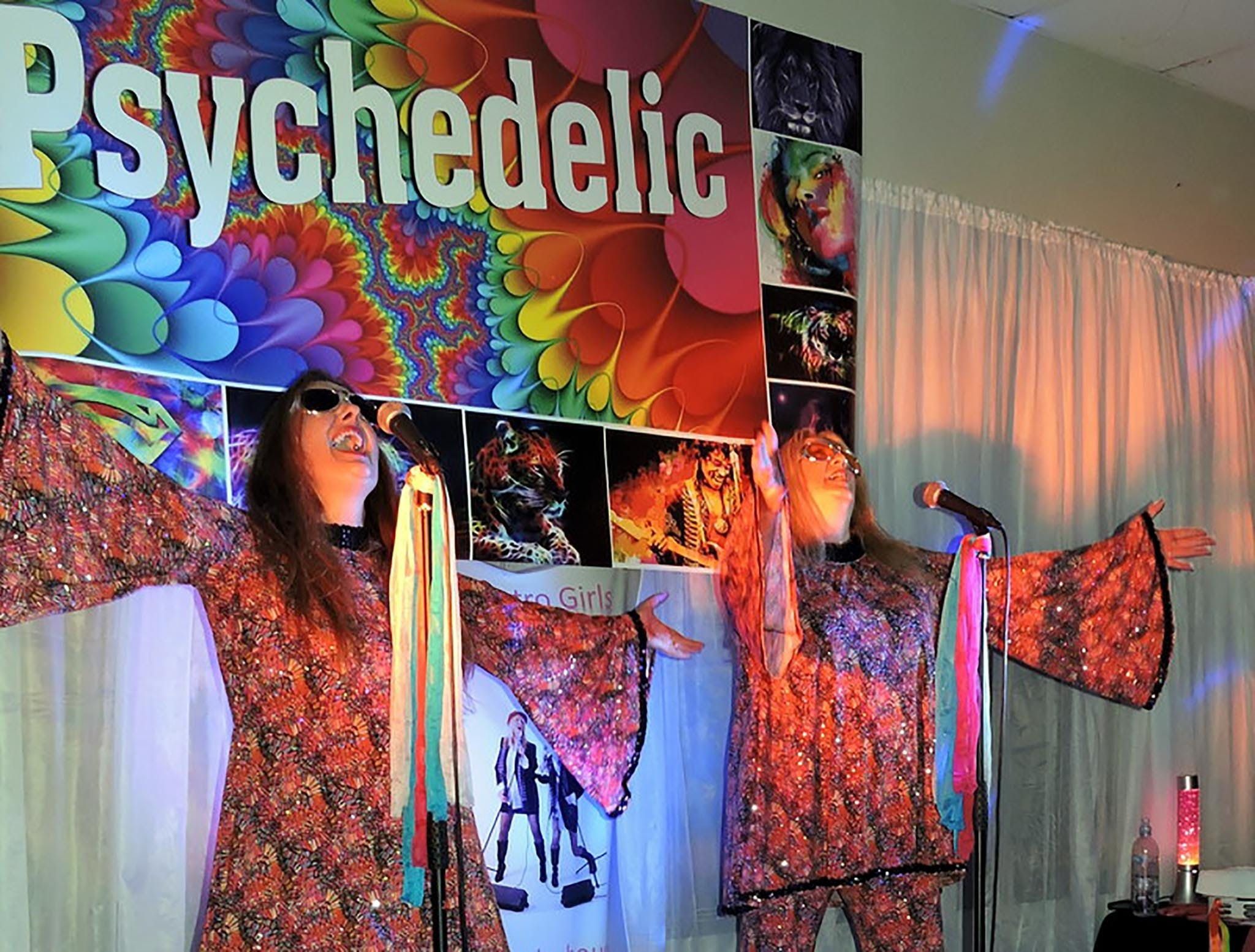 Psychedelic 70s Show The Retro Girls - Accommodation BNB