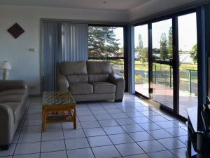 Oxley 8 at Tuncurry - Accommodation BNB