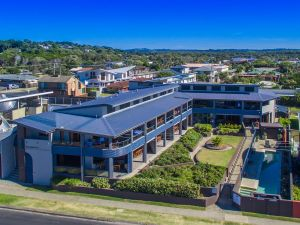 Lennox Holiday Apartments - Accommodation BNB