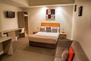 Burkes Hotel Motel - Accommodation BNB