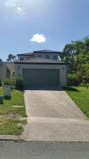 Central Gold Coast Large Modern Elevated House - Accommodation BNB