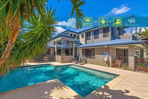Gold Coast Stunning Waterfront Holiday Retreat - Accommodation BNB