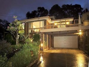 Great Views/Location 5 bedrooms in Glen Waverley - Accommodation BNB