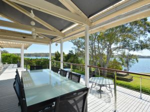 Morisset Bay Waterfront Views Lake House looking over Trinity Marina - Accommodation BNB