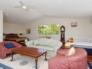 Morisset Waterfront 1bdr Studio looking over Trinity Marina - Accommodation BNB