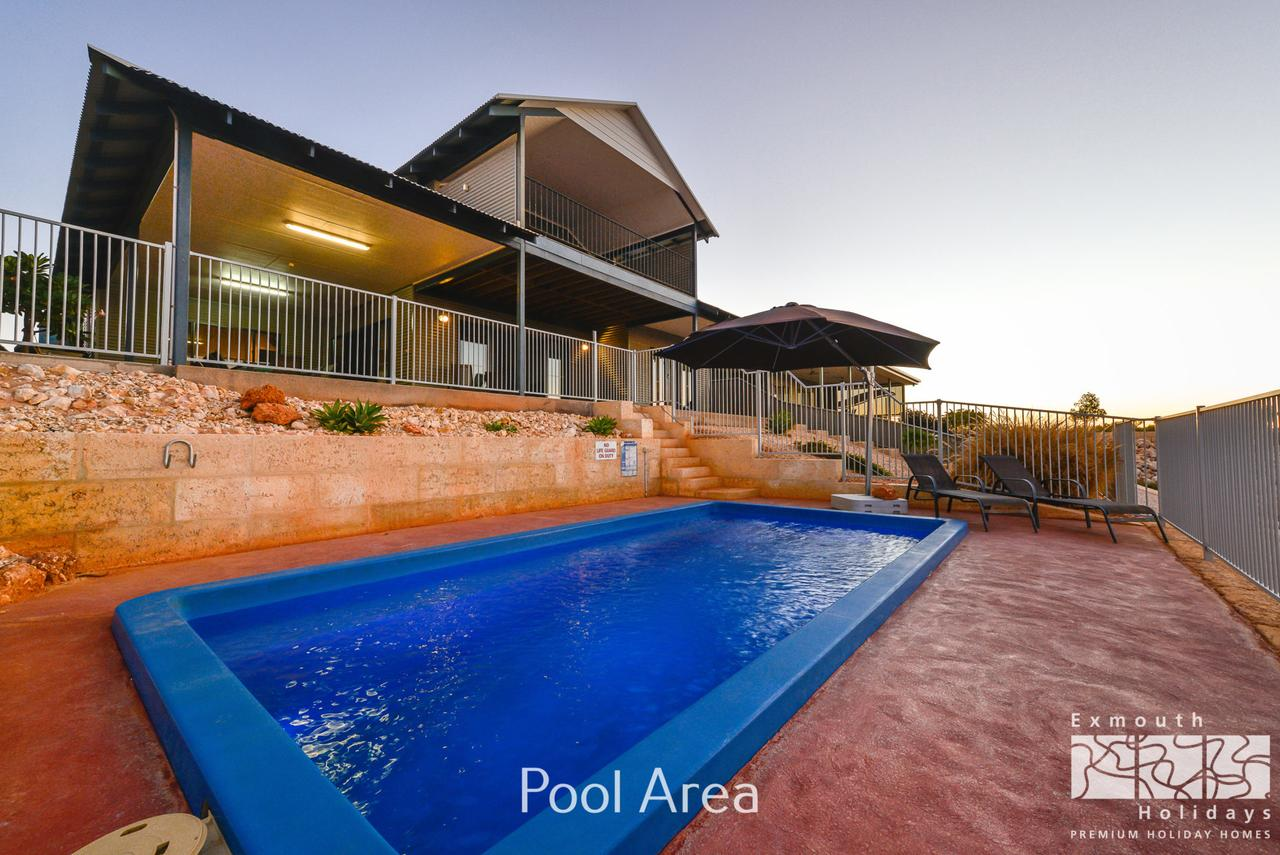 3 Kestrel Place - PRIVATE JETTY  POOL - Accommodation BNB