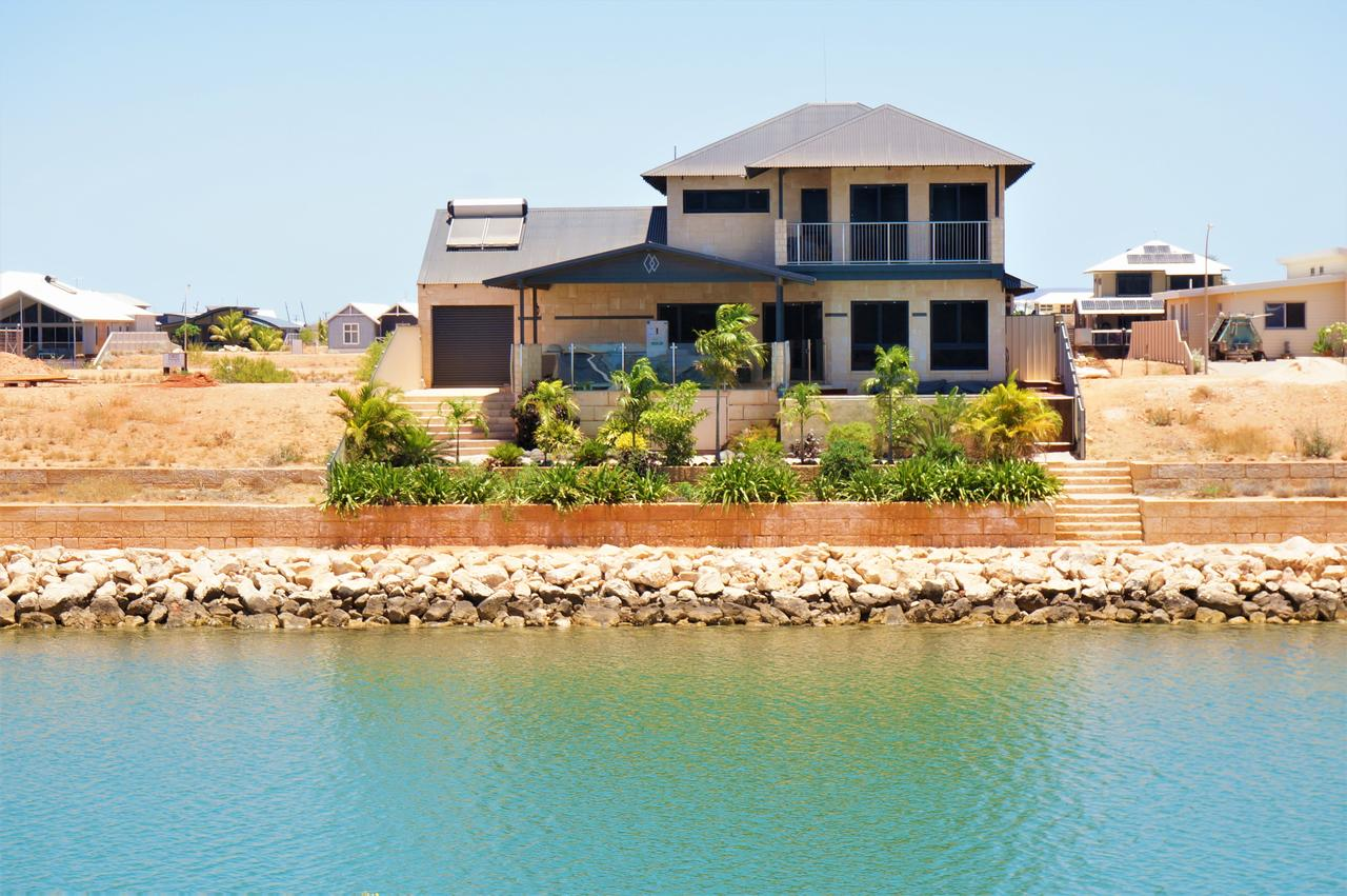 27 Corella Court - Exquisite Marina Home With a Pool and Wi-Fi - Accommodation BNB