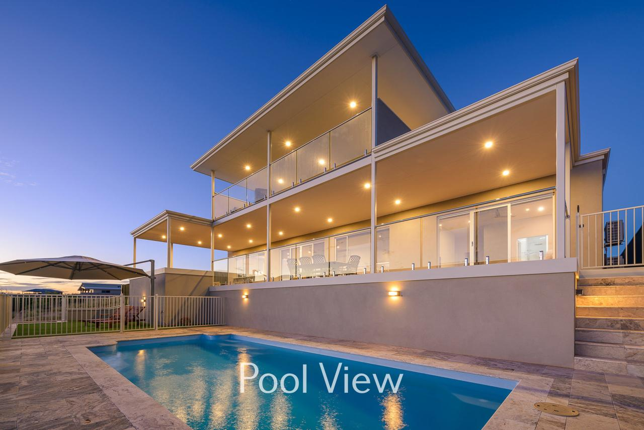 32 Corella Court - Private Jetty and Pool - Accommodation BNB