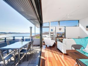 One Mile Cl Townhouse 22 26 The Deckhouse - Accommodation BNB