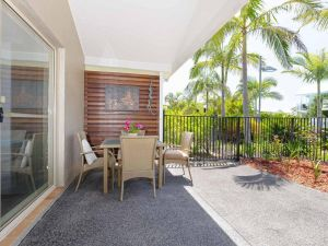 356 ' Oaks Pacific Blue' 265 Sandy Point Rd - Air conditioned direct pool access and suited for disability - Accommodation BNB