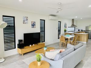 AIRLIE BEACH Delight. Hop skip jump to everything - Accommodation BNB