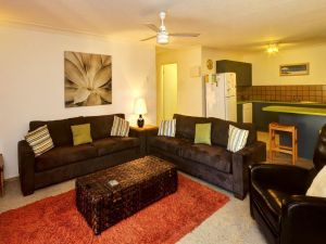 Apartment with Inground Pool - Accommodation BNB