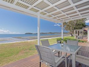 Beached Inn' 93 Foreshore Drive - Spacious beach front house - Accommodation BNB