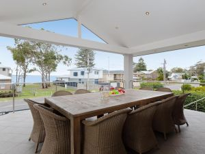 Beauty and the Beach' 88 Foreshore Drive - large home with WIFI  water views - Accommodation BNB